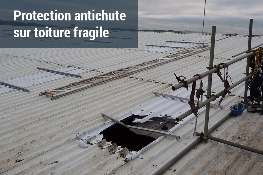 Dispositif de protection antichute pour toiture fragile